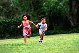Играта навън спестява късогледство на децата