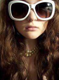 http://tbn1.google.com/images?q=tbn:HVJBwqBfMEzNgM:http://tn3-1.deviantart.com/fs11/300W/i/2006/184/0/a/Big_sunglasses__Big_hair__by_Unionhoney.jpg