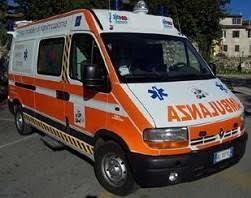 ambulanza 2 Incidente stradale nella notte tra Predazzo e Moena, vittima Simone Matteu 23enne di Cagliari.